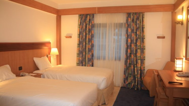 Holiday Inn Airport Room