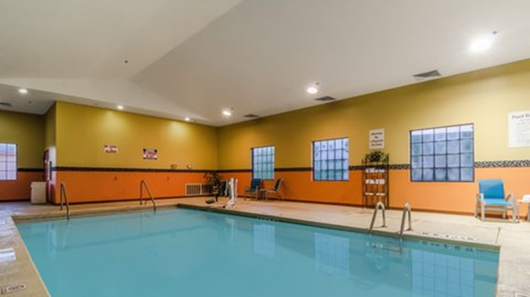 Holiday Inn Express Hotel/Suites Vinita Pool