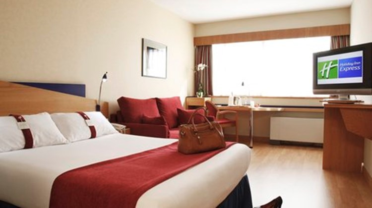 Holiday Inn Express Tres Cantos Room