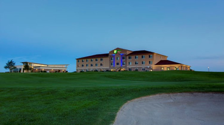Holiday Inn Express Hotel & Suites Golf