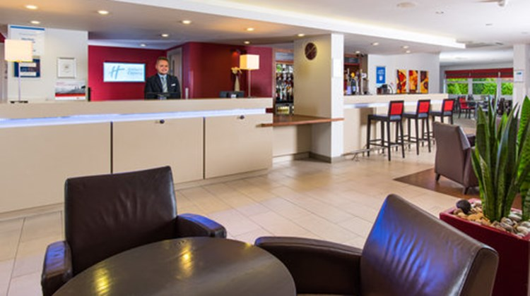 Holiday Inn Express Midlands Airport Lobby