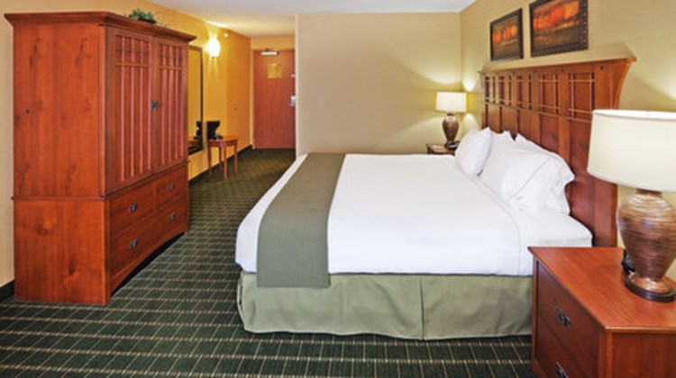 Holiday Inn Express & Suites Springfield Room