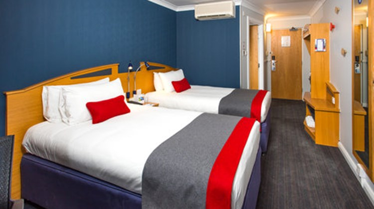 Holiday Inn Express Midlands Airport Room
