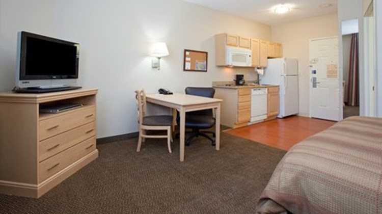 Candlewood Suites Meridian Business Ctr Suite