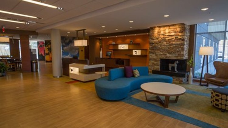 Fairfield Inn/Suites Geneva Finger Lakes Lobby