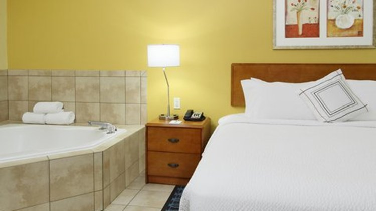 Fairfield Inn & Suites Napa Valley Room
