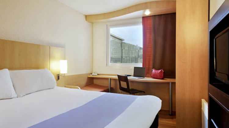 Ibis Hotel Tourcoing Room