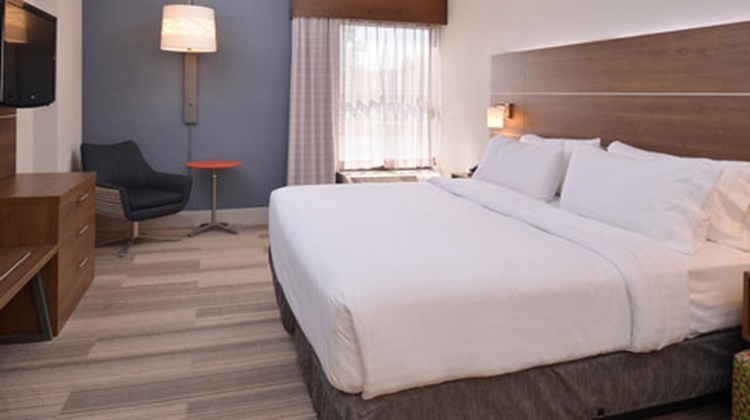 Holiday Inn Express Olean Suite