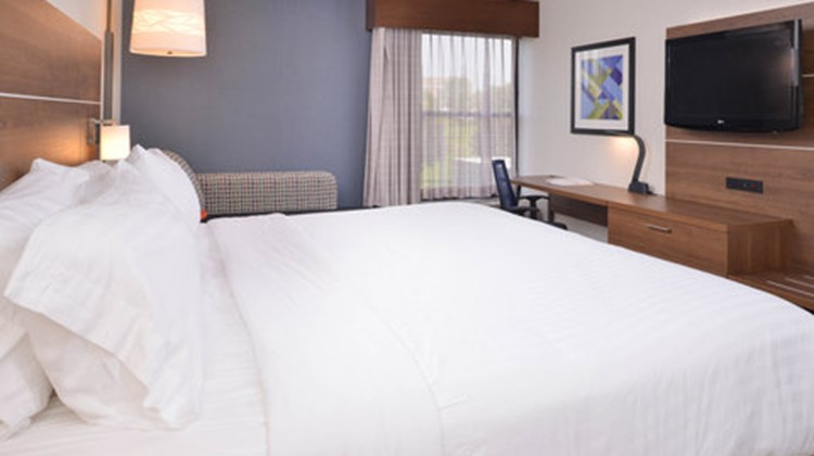 Holiday Inn Express Olean Room