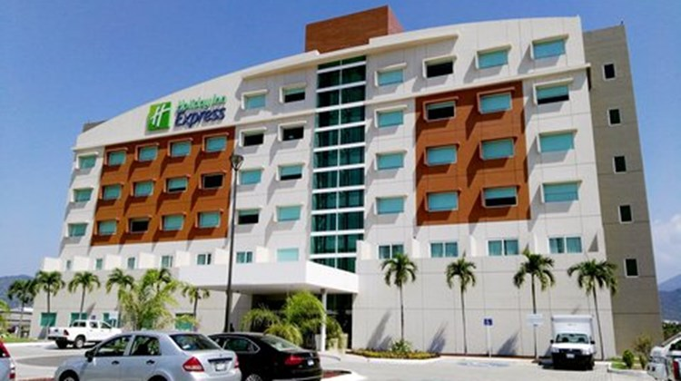 Holiday Inn Express Manzanillo Exterior