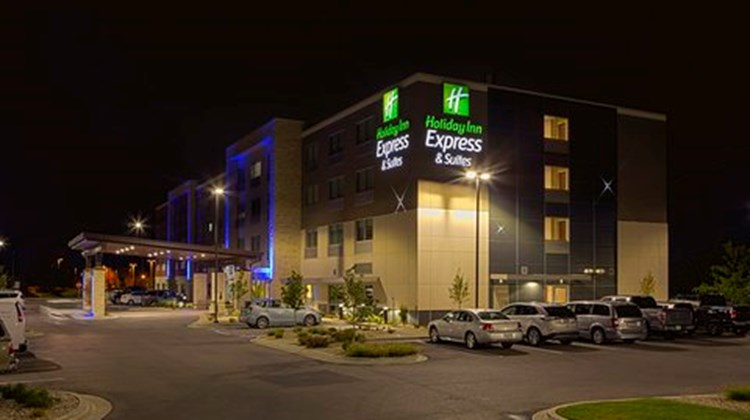 Holiday Inn Express & Suites Airport Exterior
