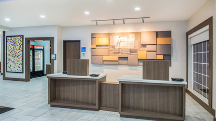 Holiday Inn Express & Stes Stillwater Lobby