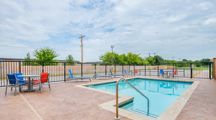 Holiday Inn Express & Stes Stillwater Pool