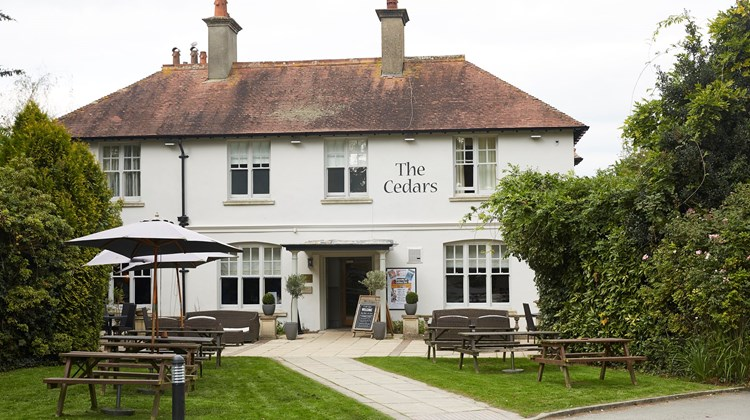 The Cedars Lodge Inn Exterior