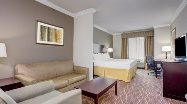 Holiday Inn Express & Suites Galliano Suite