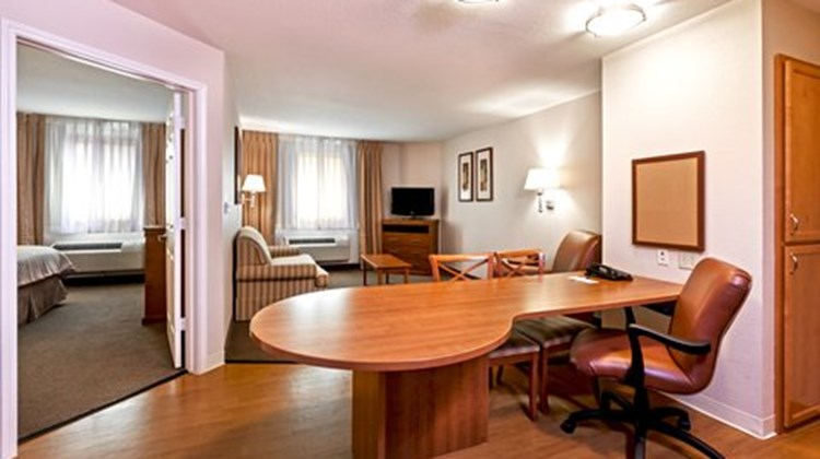 Candlewood Suites Pearland Suite