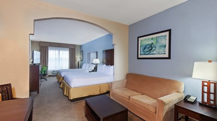 Holiday Inn Express & Suites Beaumont NW Room