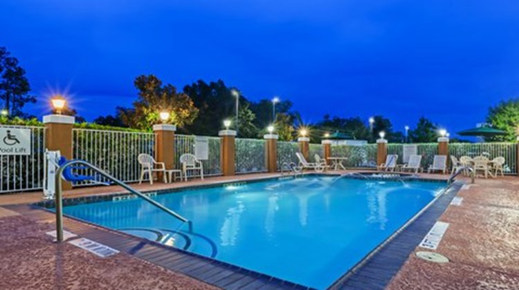 Holiday Inn Express & Suites Beaumont NW Pool