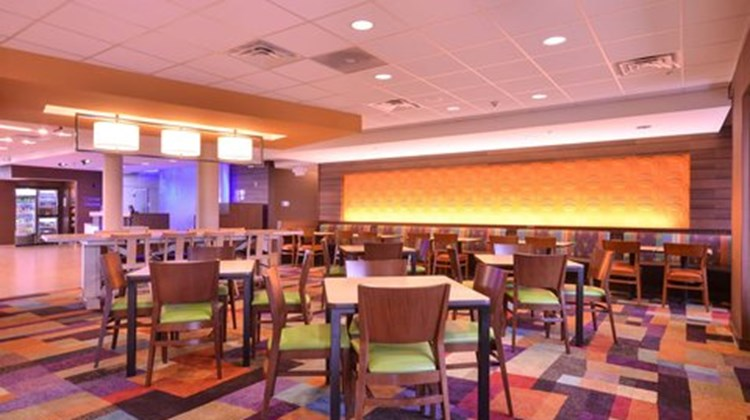 Fairfield Inn & Suites St Louis/Pontoon Restaurant