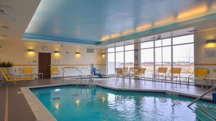 Fairfield Inn & Suites St Louis/Pontoon Health Club