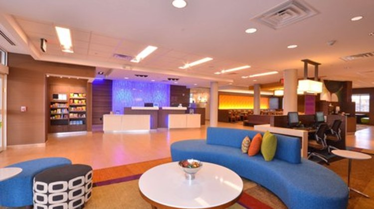 Fairfield Inn & Suites St Louis/Pontoon Lobby