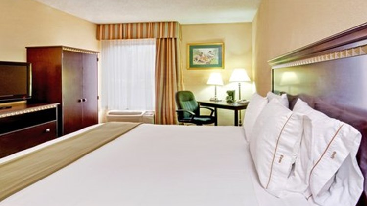 Holiday Inn Express Memphis Medical Ctr Room