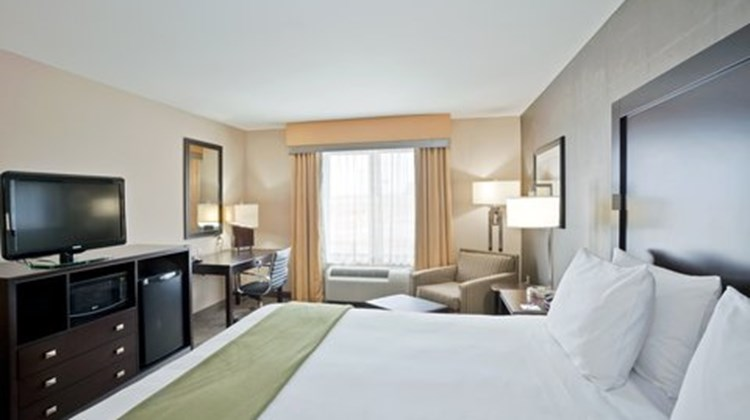 Holiday Inn Express and Suites Hays Room