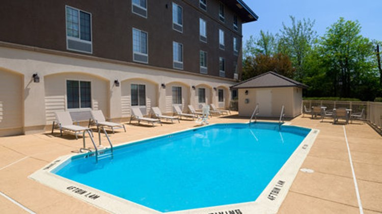 Holiday Inn Express of Langhorne/Oxford Pool