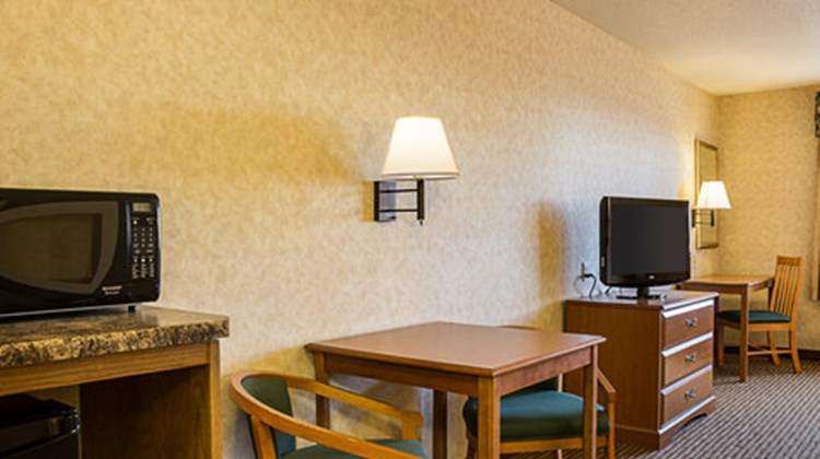 Quality Inn & Suites Rapid City Room