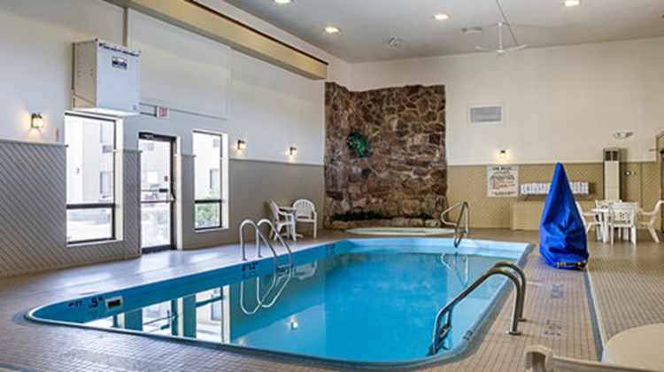 Quality Inn & Suites Rapid City Pool