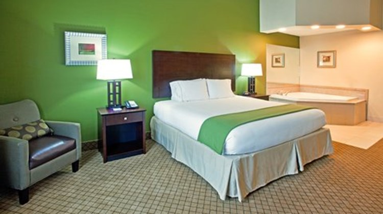 Holiday Inn Express & Stes Columbus Suite