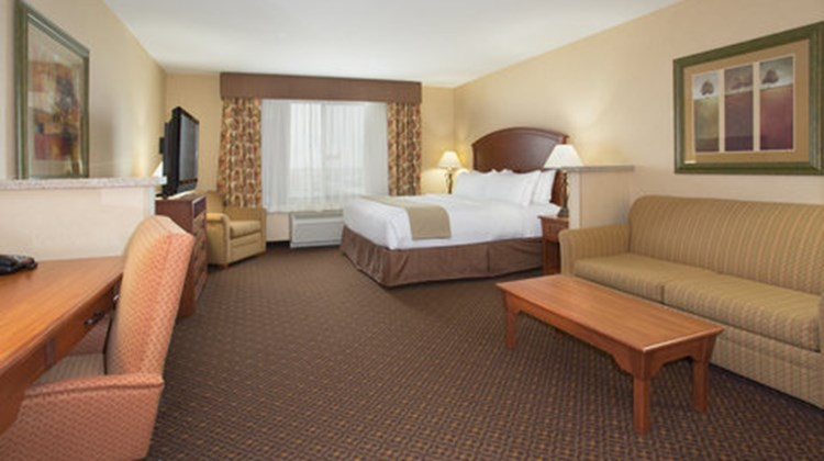 Holiday Inn Express Hotel & Suites Suite