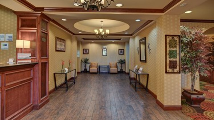Holiday Inn Express & Suites Altus Lobby