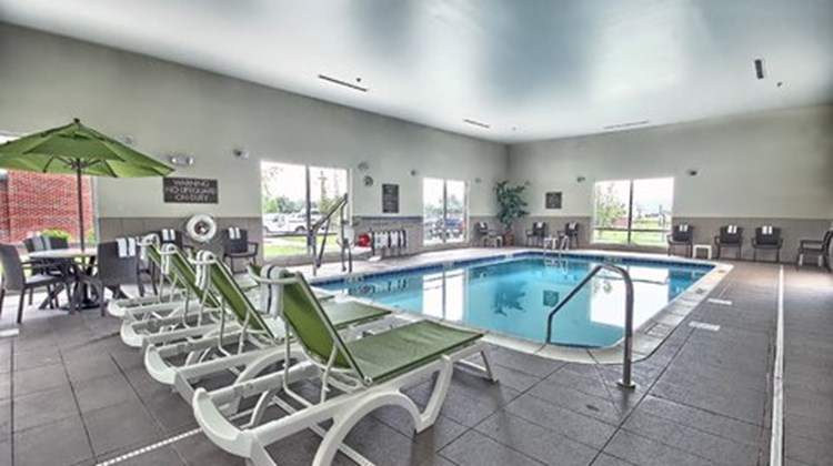 Holiday Inn Express & Suites Salem Pool