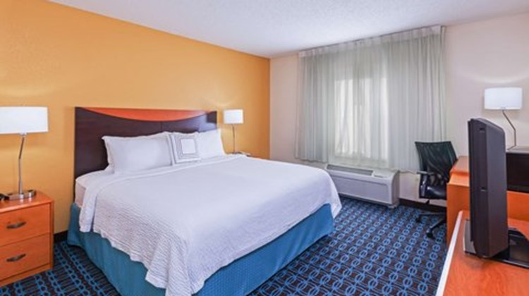 Fairfield Inn & Suites Rogers Room