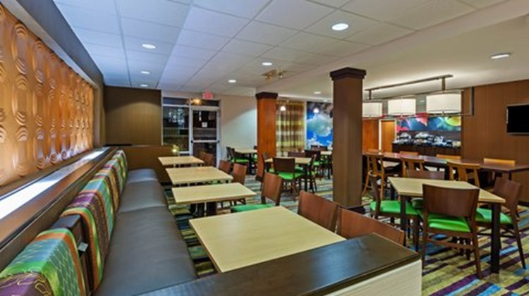 Fairfield Inn & Suites Rogers Restaurant