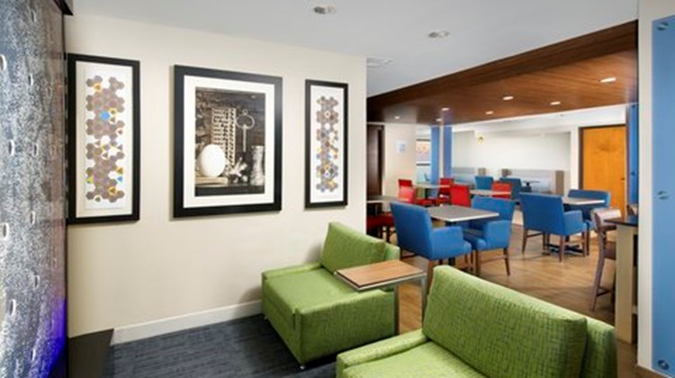 Holiday Inn Express Downtown Market Area Lobby