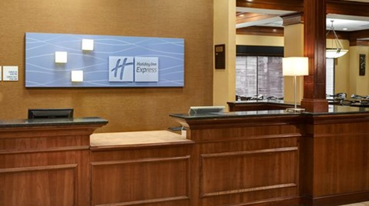 Holiday Inn Express & Suites Downtown Lobby