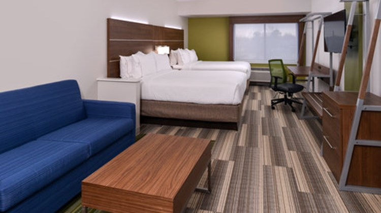 Holiday Inn Express & Suites Raleigh NE Suite