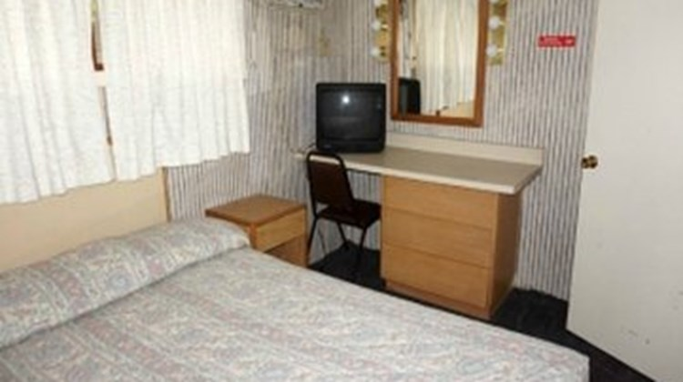 Delton Oaks Resort Motel Suite