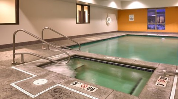 Holiday Inn Express Overland Park Pool