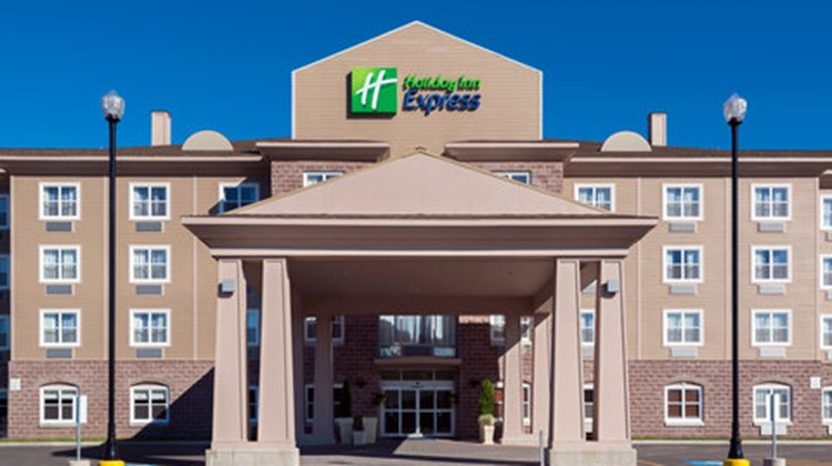 Holiday Inn Express Deer Lake Airport Exterior