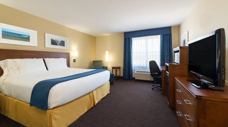 Holiday Inn Express Deer Lake Airport Room