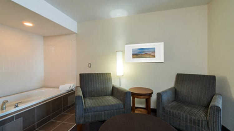 Holiday Inn Express Deer Lake Airport Suite