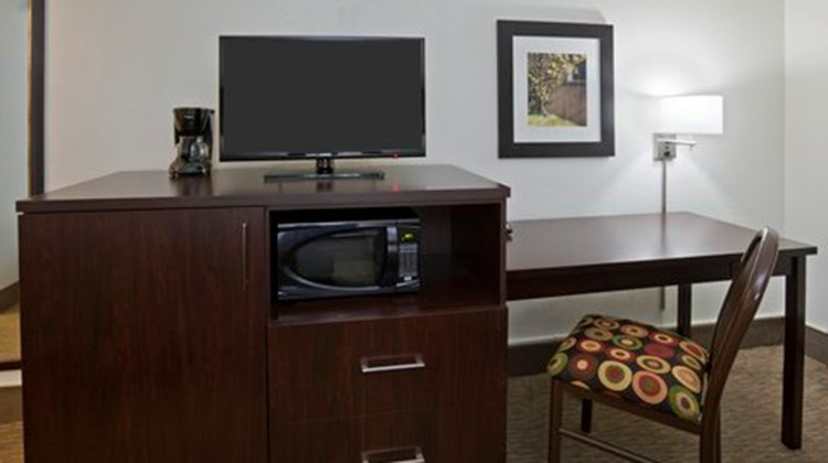 Fargo Inn & Suites Room