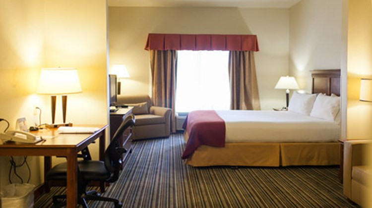 Holiday Inn Express Turlock Suite