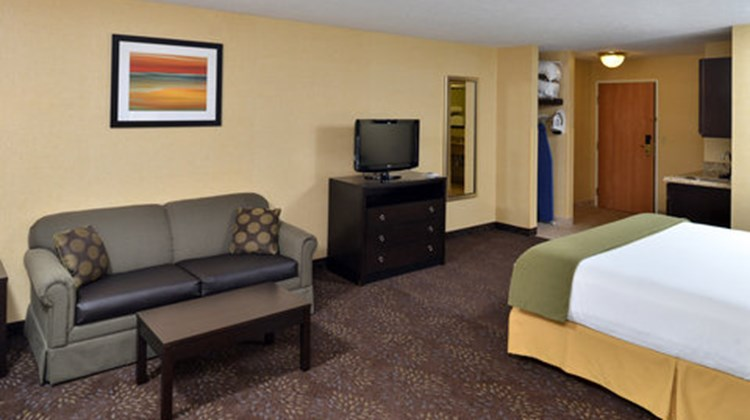 Holiday Inn Express Charlotte Suite