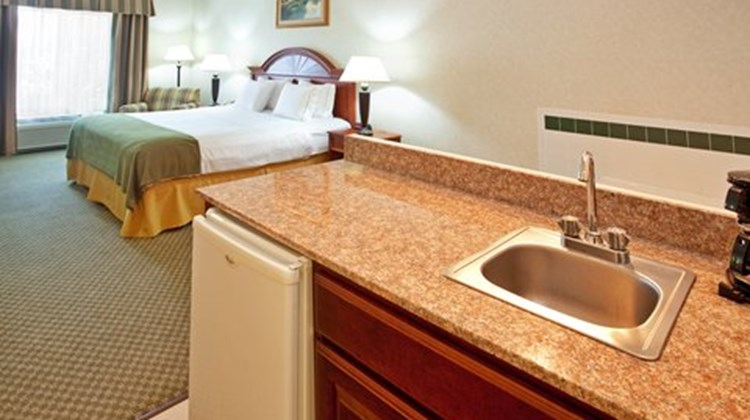 Holiday Inn Express Elkhart Suite