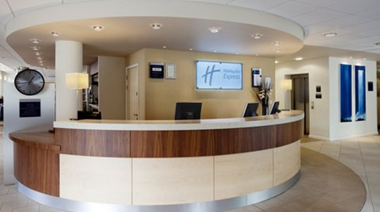 Holiday Inn Express Town Centre Lobby