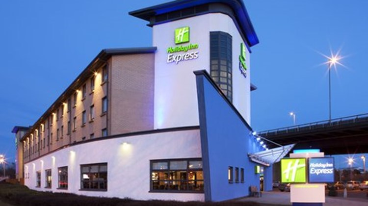 Holiday Inn Express Glasgow Airport Exterior